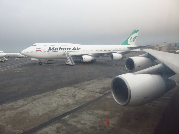 Máy bay Iran chở 300 người rơi động cơ giữa trời