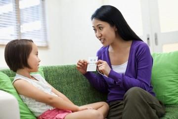 """Lộ trình dạy """"chuyện ấy"""" cho con từ khi mới lọt lòng mẹ"""