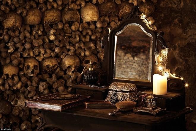 Qua đêm Halloween với 6 triệu bộ xương người