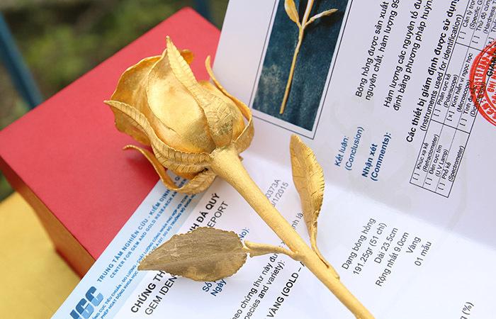 Đại gia mua hồng vàng nguyên khối 250 triệu tặng gái yêu số 1