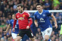 Van Gaal lý giải việc rút Mata ra sân sớm