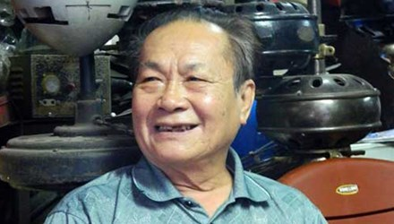 'Phù thủy' quạt cổ Việt Nam khiến khách Tây ngưỡng mộ