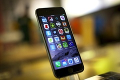 """Intel """"nhăm nhe"""" sản xuất chip cho iPhone 7"""