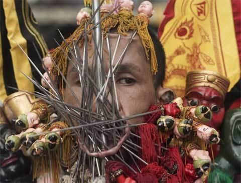 rùng rợn, Thái, lễ hội, xuyên thịt