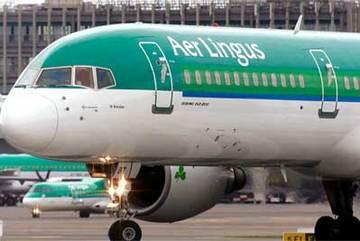 Hành khách điên cuồng cắn xé trên máy bay