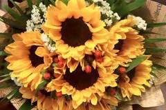 Độc đáo ông chồng tặng 'hoa chuối' cho vợ ngày 20/10