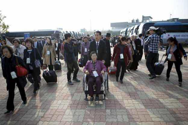 Hàng trăm người Hàn đến Triều Tiên gặp thân nhân