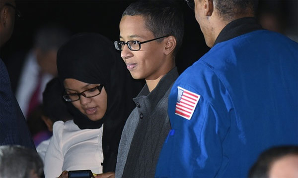 Cuộc gặp thú vị của cậu bé 'bom đồng hồ' với Obama