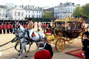 Tập Cận Bình ngồi xe ngựa tới điện Buckingham