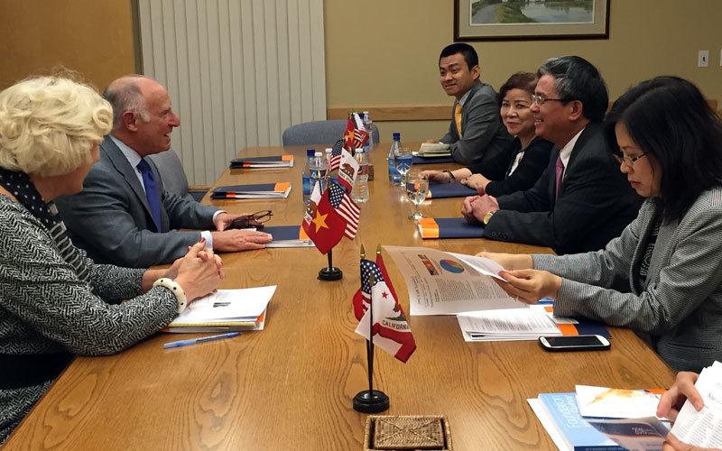 Ngày bận rộn lo bang giao của Đại sứ VN ở Cali