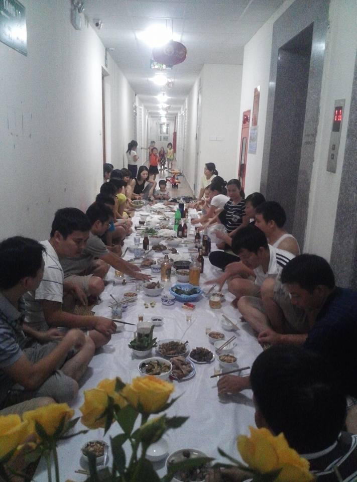 'Không ủng hộ việc ăn uống ở hành lang chung cư'