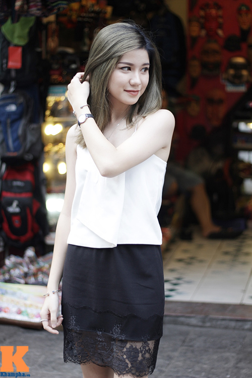 Hot girl Hà Nội khoe vai trần, mắt lúng liếng