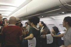 Hành khách TQ bị đuổi ra khỏi máy bay