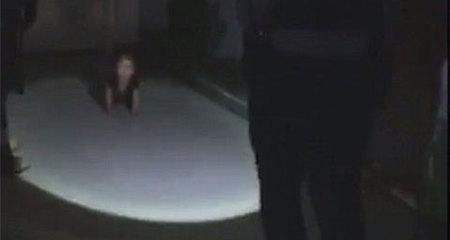 Nghẹt thở phút nhìn thấy con gái trong bóng tối
