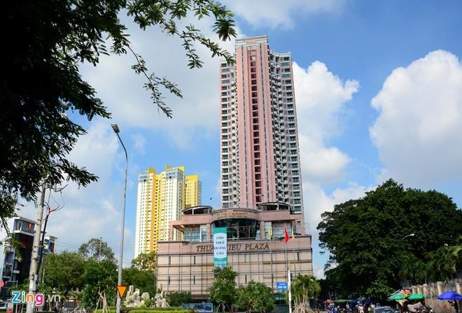 Cảnh hoang tàn bên trong Thuận Kiều Plaza