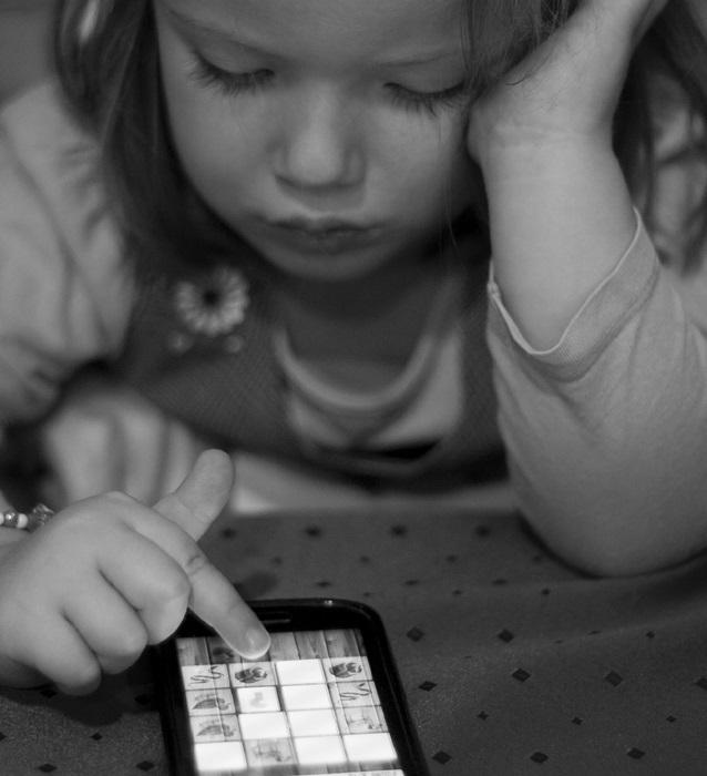 trẻ em, smartphone, thiết bị di động, máy tính bảng, ảnh hưởng, nguy hại