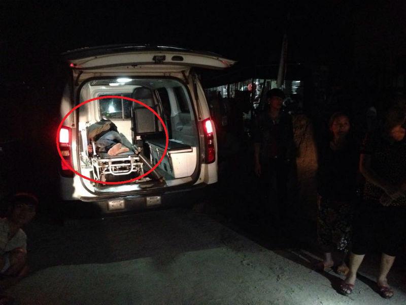 4 thanh niên bị vây đánh, đốt xe máy treo lên cột điện