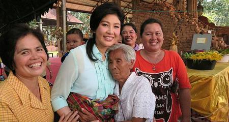 Yingluck nổi giận vì đi vệ sinh cũng bị chụp ảnh