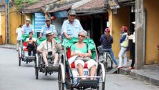 Hà Nội thay đổi thái độ phục vụ khách quốc tế