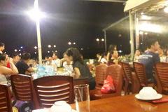Khu ăn chơi về đêm mới nổi bên kia sông Hồng
