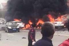 Ôtô phát nổ giữa phố, 3 người thiệt mạng