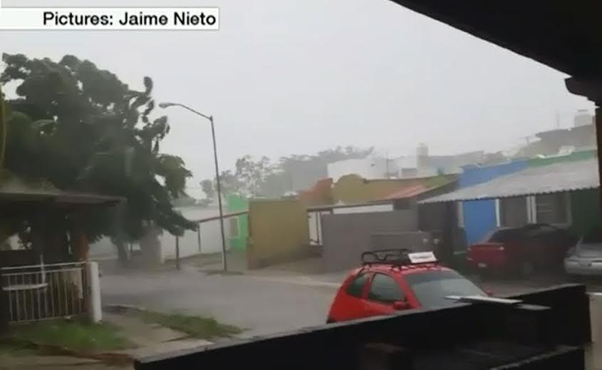 Siêu bão mạnh nhất trong lịch sử tấn công Mexico