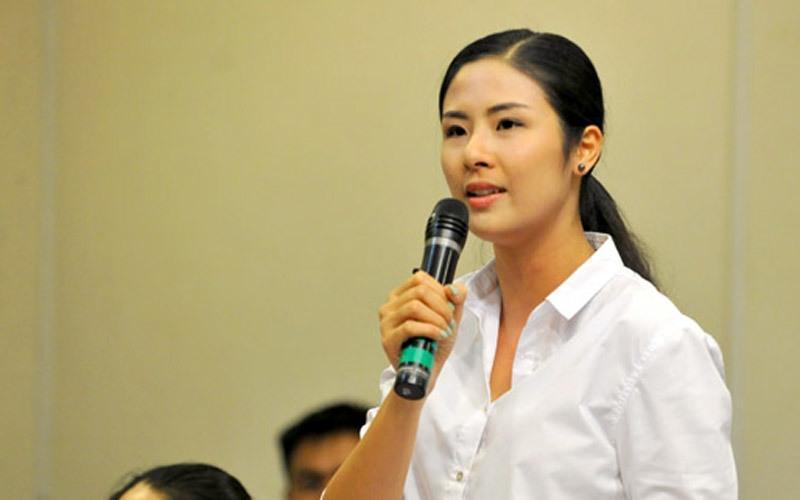 Hoa hậu Ngọc Hân góp ý văn kiện đại hội Đảng