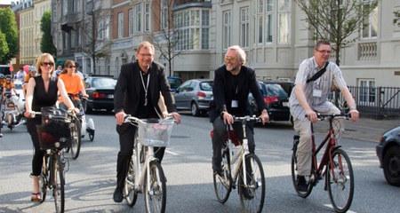Khi các 'ông nghị' đạp xe đi họp