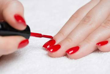Sơn móng tay có thể phá hủy hormone phụ nữ