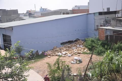 Sàn bê tông đổ sập vùi chết 2 nữ công nhân