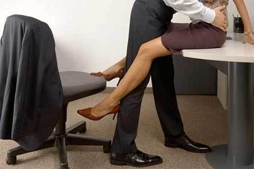 'Say' đồng nghiệp hơn 11 tuổi, muốn cạn tình với chồng vô tâm