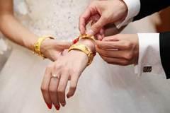 """Nỗi khổ của nàng dâu lấy chồng không có """"chỉ vàng"""" dắt lưng"""