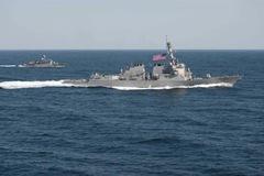 Đằng sau 'nước cờ' tàu chiến Mỹ áp sát đảo nhân tạo