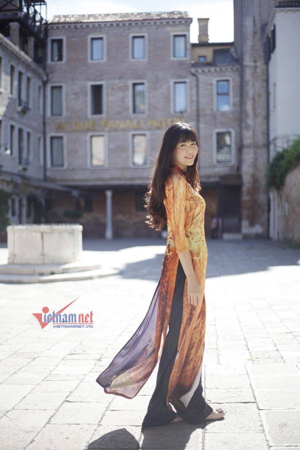 Hoa hậu 1994 diện áo dài giữa trời Thu châu Âu