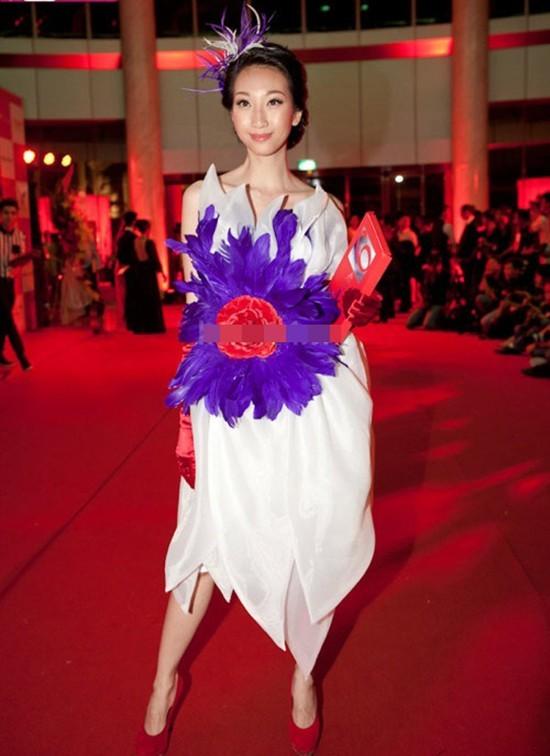 Rùng mình vì thời trang 'thảm họa' của Hồng Quế, Phi Thanh Vân