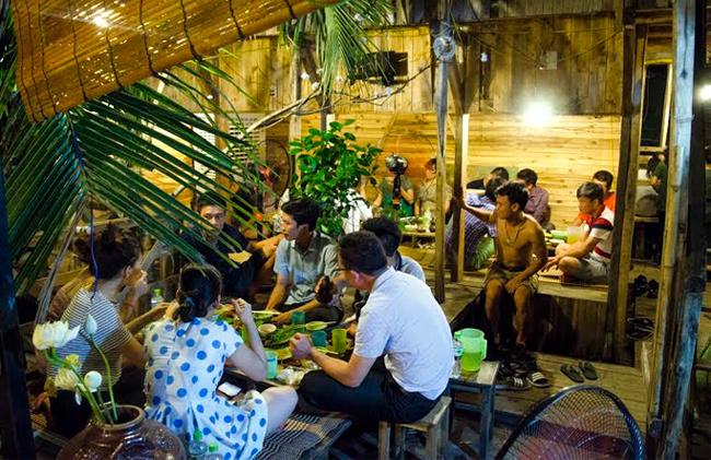 quán ăn, ngỏ hẻm, Hà Nội, độc lạ, dân dã, vùng quê, từ chối khách, doanh thu khủng, quán-án, ngỏ-hẻm, Hà-Nội, độc-lạ, dân-dã, vùng-quê, từ-chối-khách, doanh-thu-khủng