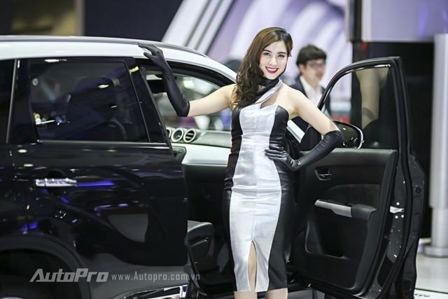 Những bóng hồng xinh đẹp tại triển lãm ô tô VN 2015