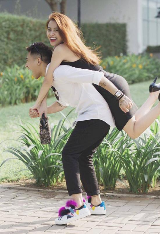 Hà Hồ, Thủy Top áp sát vòng 1 vào đồng nghiệp