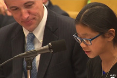 Bé gái Trung Quốc đòi thay đổi luật tranh cử Tổng thống Mỹ