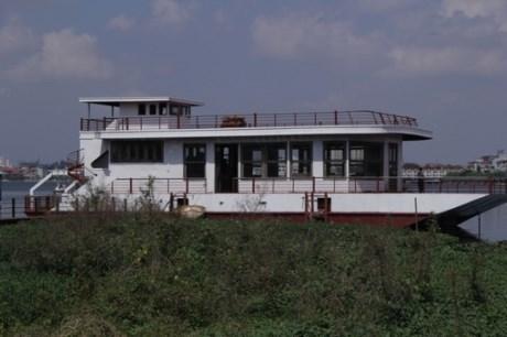 Bến 'thuyền ma' hoang tàn ở Hồ Tây