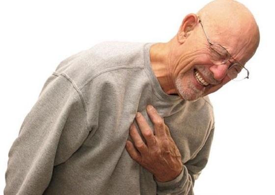 Bảo vệ sức khỏe tim mạch cho người già trong mùa đông
