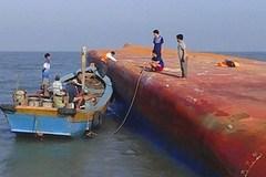 Chìm tàu ở TP.HCM: Điều trực thăng ra hiện trường tìm kiếm