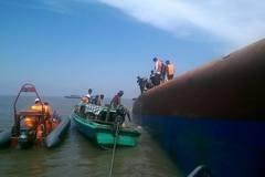 Tìm thấy một thuyền viên còn sống trên tàu chìm