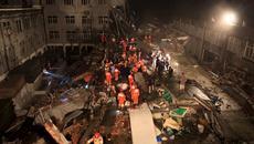Tòa nhà bất ngờ đổ sụp, 40 người thương vong