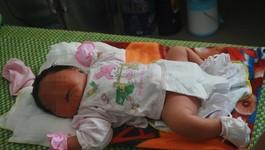 Mẹ 77 kg sinh con gái nặng 5,2 kg