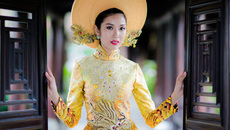 Hoa hậu Việt gây sốc với áo dài đính gần 2000 viên pha lê