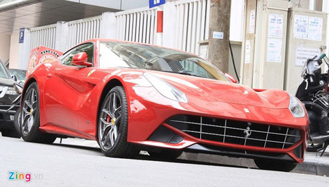 Siêu xe Ferrari 10 tỷ xuất hiện trên phố Hà Nội