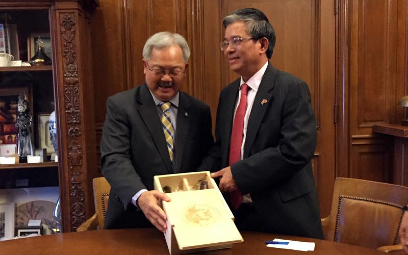 Đại sứ thích vang nho, việt kiều Mỹ, Phạm Quang Vinh