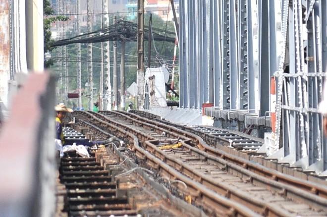 Sà lan, cầu Bình Lợi, đường sắt, tê liệt