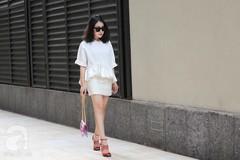 Quý cô Hà thành điệu đà với váy ngắn trong street style tuần qua